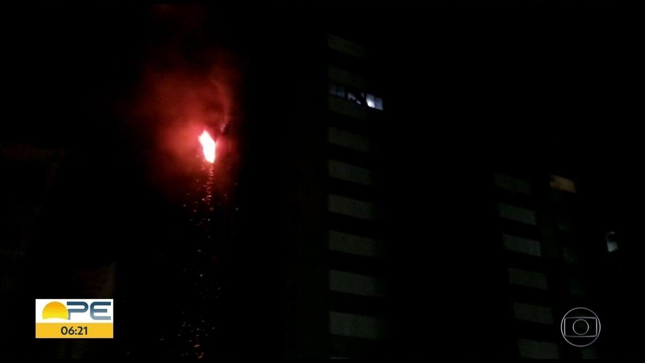 Incêndio atinge apartamento de edifício na orla do Recife