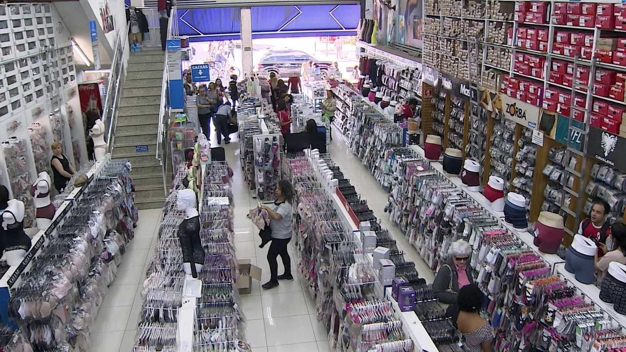 8faf0042fa O negócio da família de imigrantes libaneses fica na maior rua de comércio  popular de São Paulo, a 25 de Março. Os ganhos de escala chegam a 30% de  redução ...