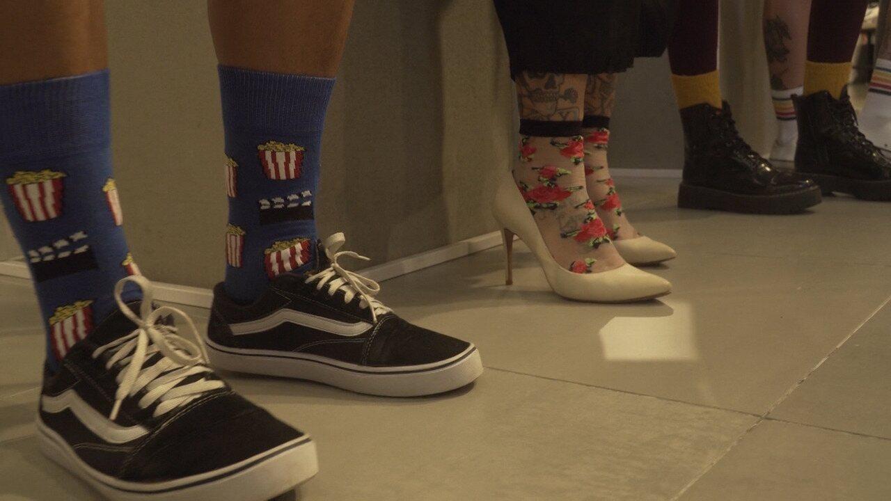 'Expresso' dá dicas para usar meias baphônicas em looks cheios de estilo