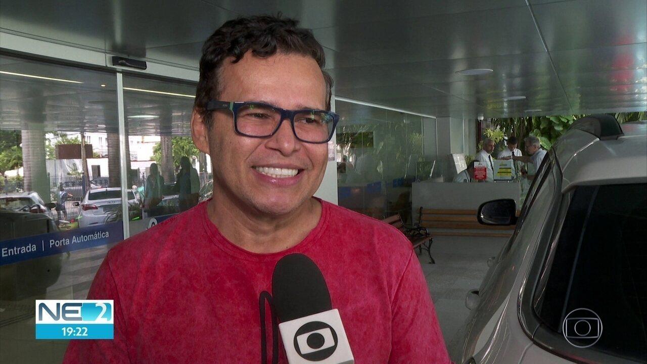 Cantor Almir Rouche recebe alta após hemorragia cerebral
