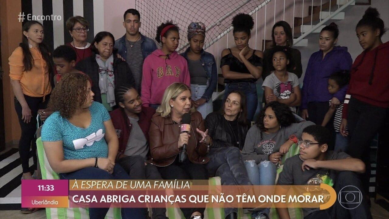 Astrid Fontenelle visita projeto que abriga crianças e adolescentes em São Paulo