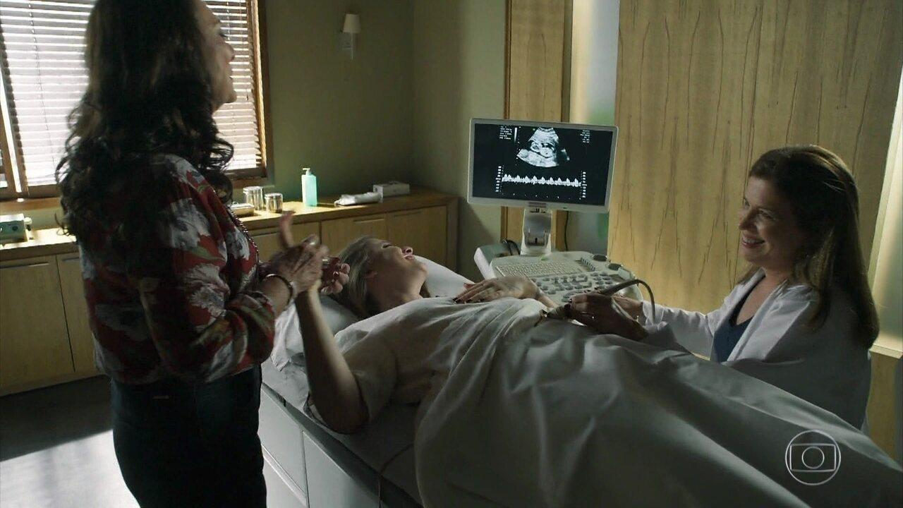 Rania vai à ultrassonografia com Dalila, que se emociona