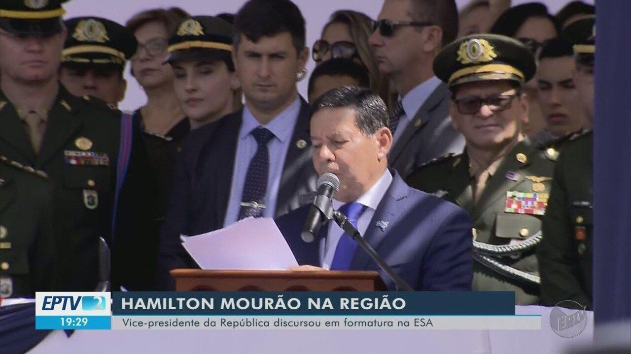 General Hamilton Mourão participa de cerimônia na ESA, em Três Corações (MG)