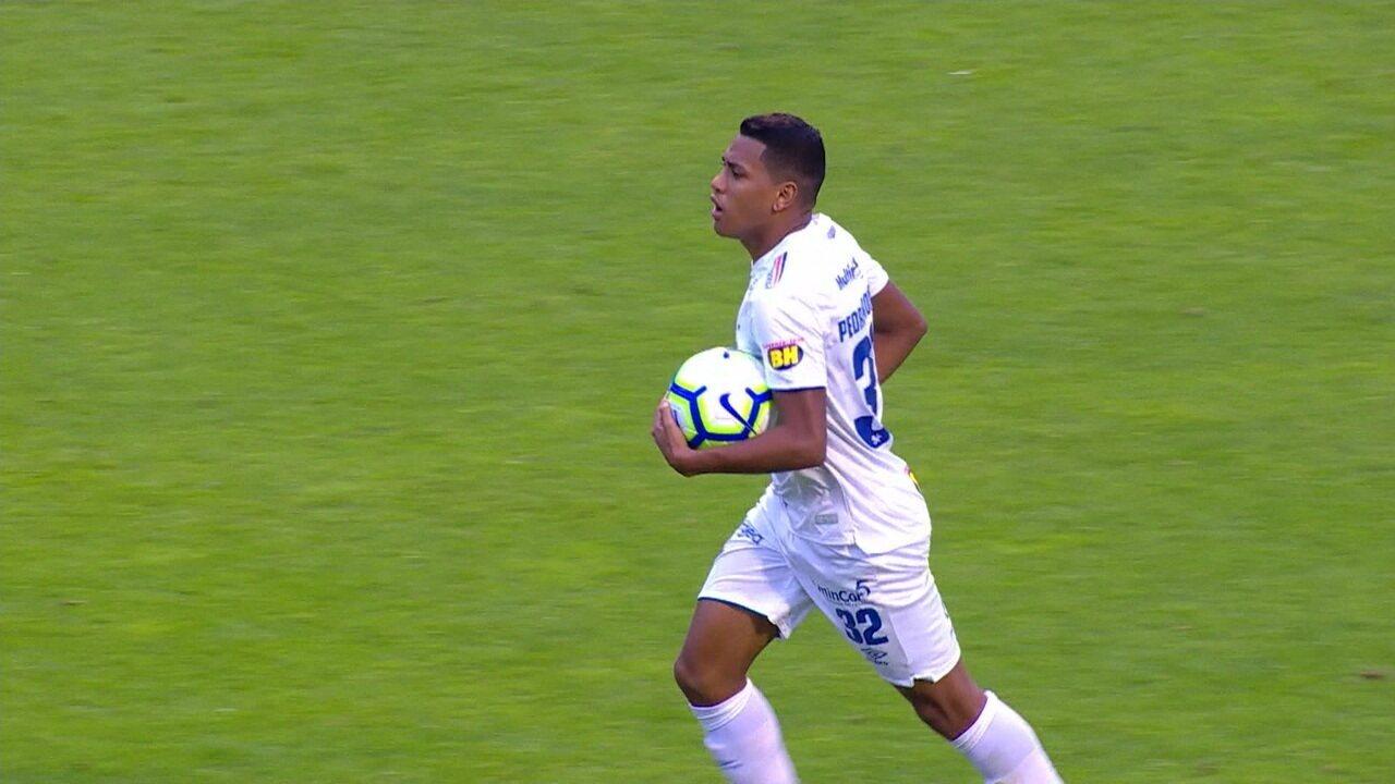 Gol do Cruzeiro! Pedro Rocha pega sobra na área e deixa tudo igual, aos 16 do 2º