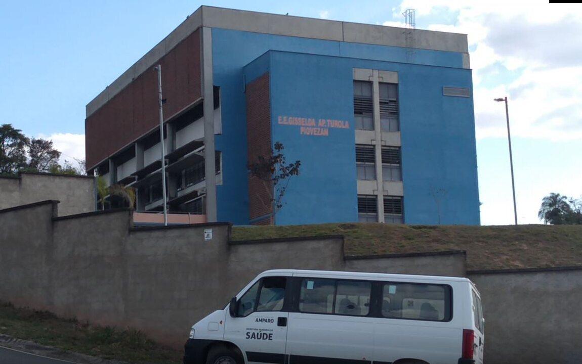 Escola Estadual em Amparo está sem energia desde o começo do mês