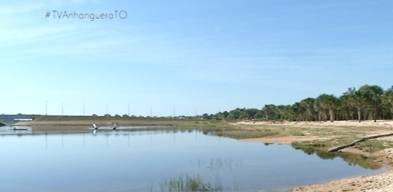 Cerca de 10 mil alevinos foram soltos no Lago Azul; confira o processo