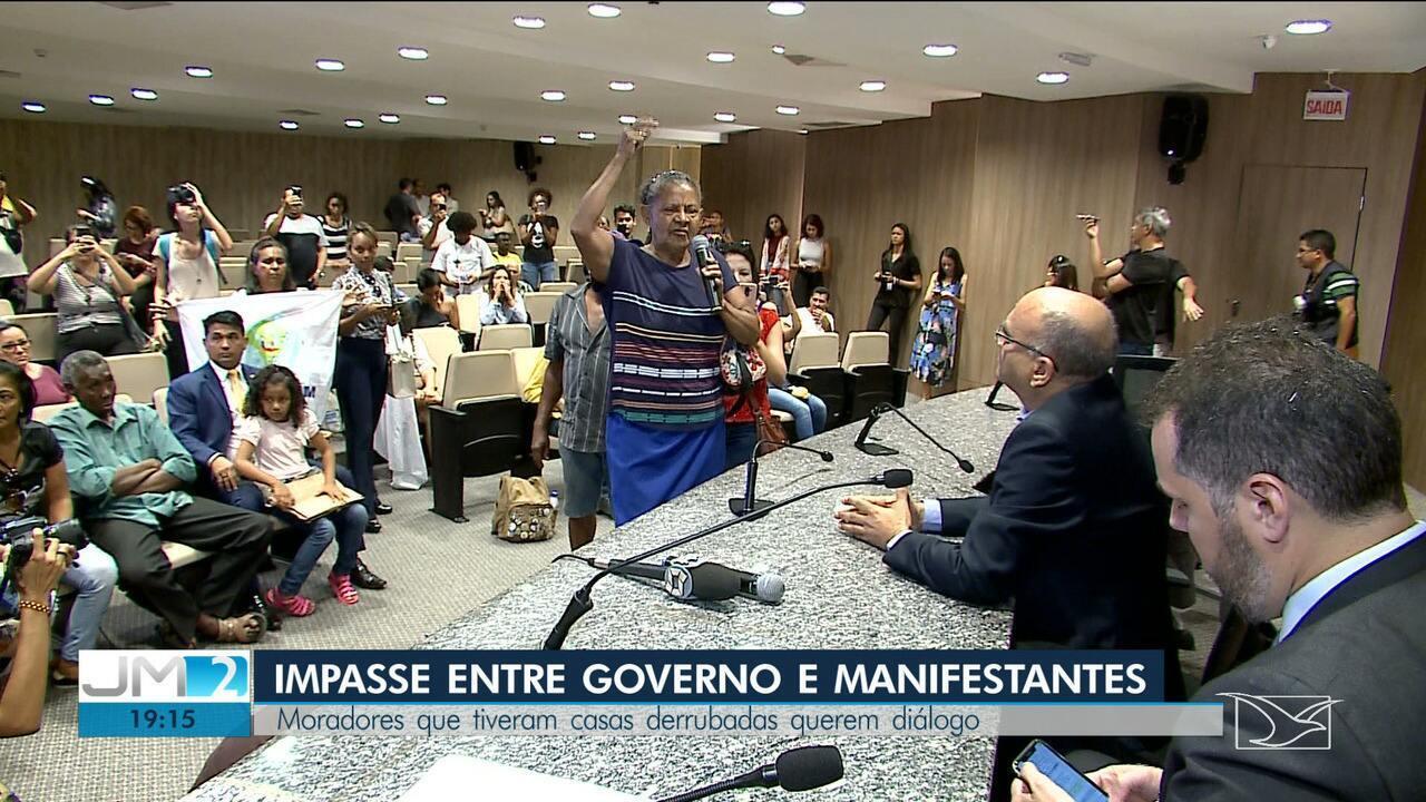 Moradores do Cajueiro protestam pelo segundo dia contra a demolição de casas no MA