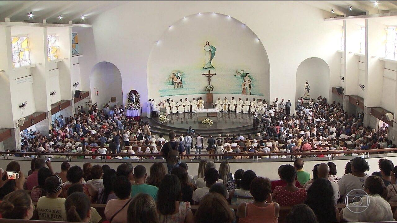 Católicos fazem homenagens à irmã Dulce