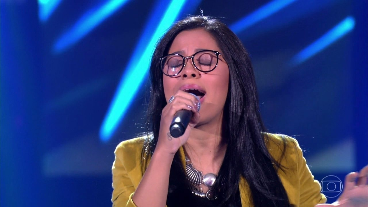 "Larissa Mendes canta ""Era Uma Vez"""