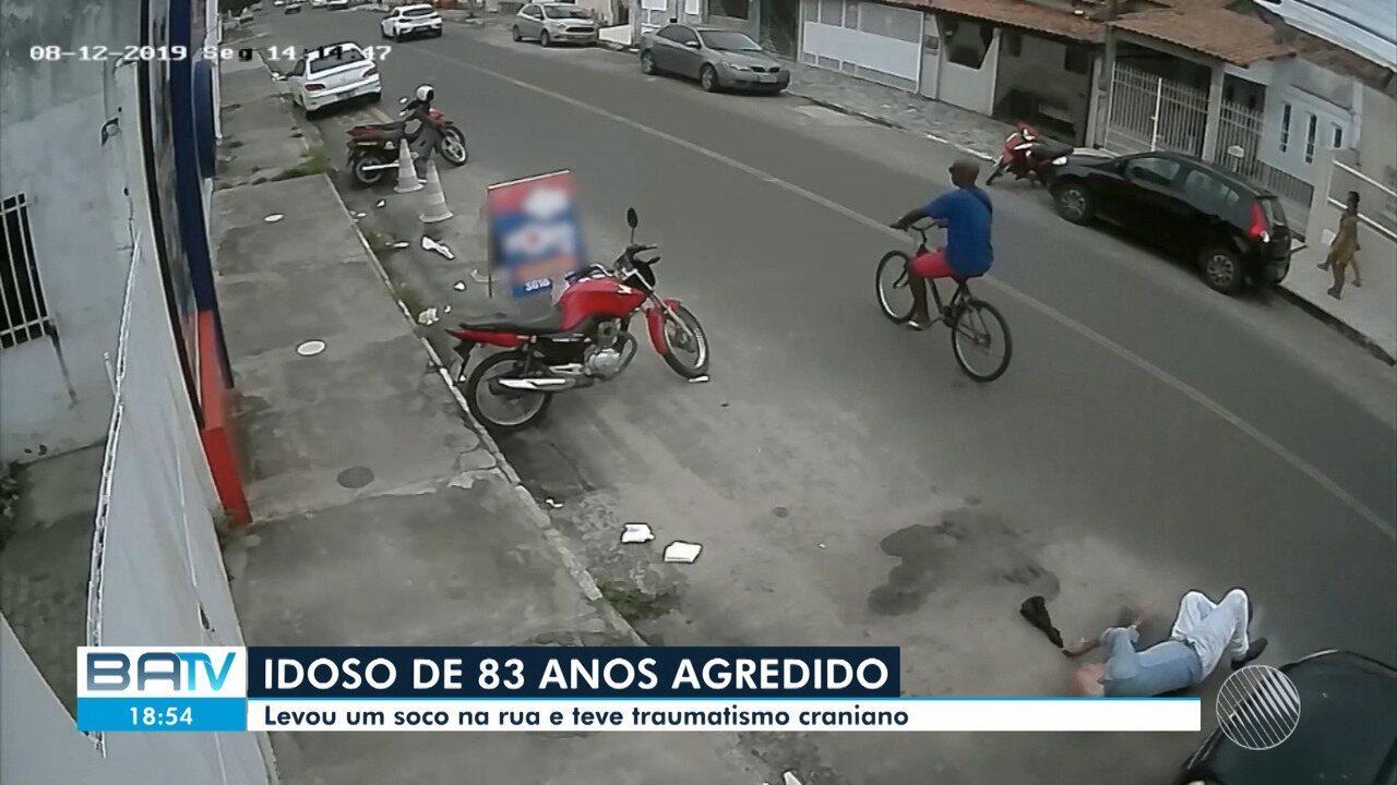 VÍDEO: Idoso é internado com traumatismo craniano após ser agredido na rua