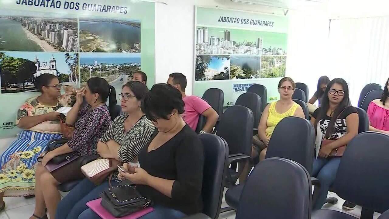 Mais de três milhões de desempregados procuram trabalho há mais de dois anos no Brasil