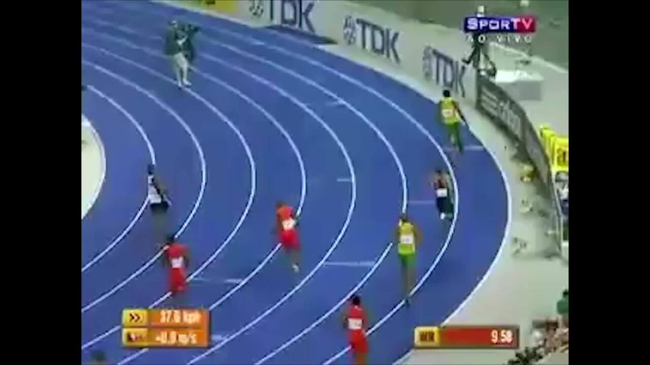 Em 2009, Usain Bolt corre os 100m em 9s58 e bate o recorde mundial dos 100m
