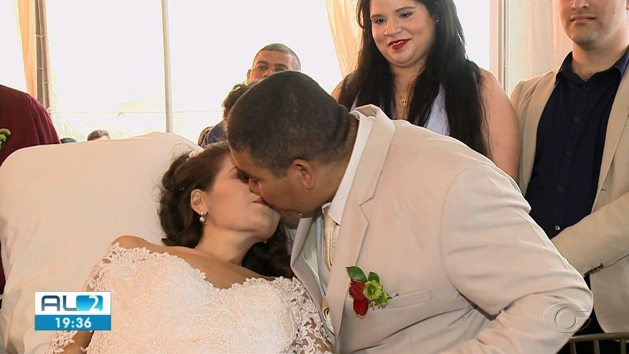 Paciente com câncer terminal realiza sonho de casar em Maceió