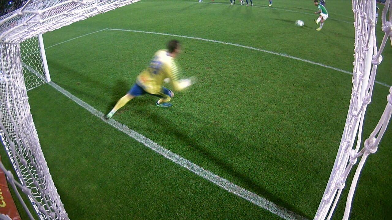 Gol da Chape! Everaldo cobra forte, no canto direito. 27' do 2º T.