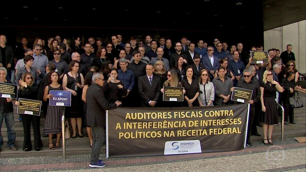 Auditores fiscais da Receita Federal fazem protesto em várias partes do país