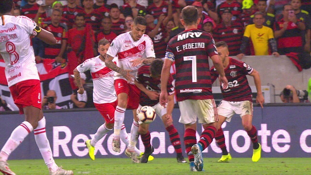 """André Rizek sobre Rodrigo Caio: """"Botou o Guerrero no bolso"""""""