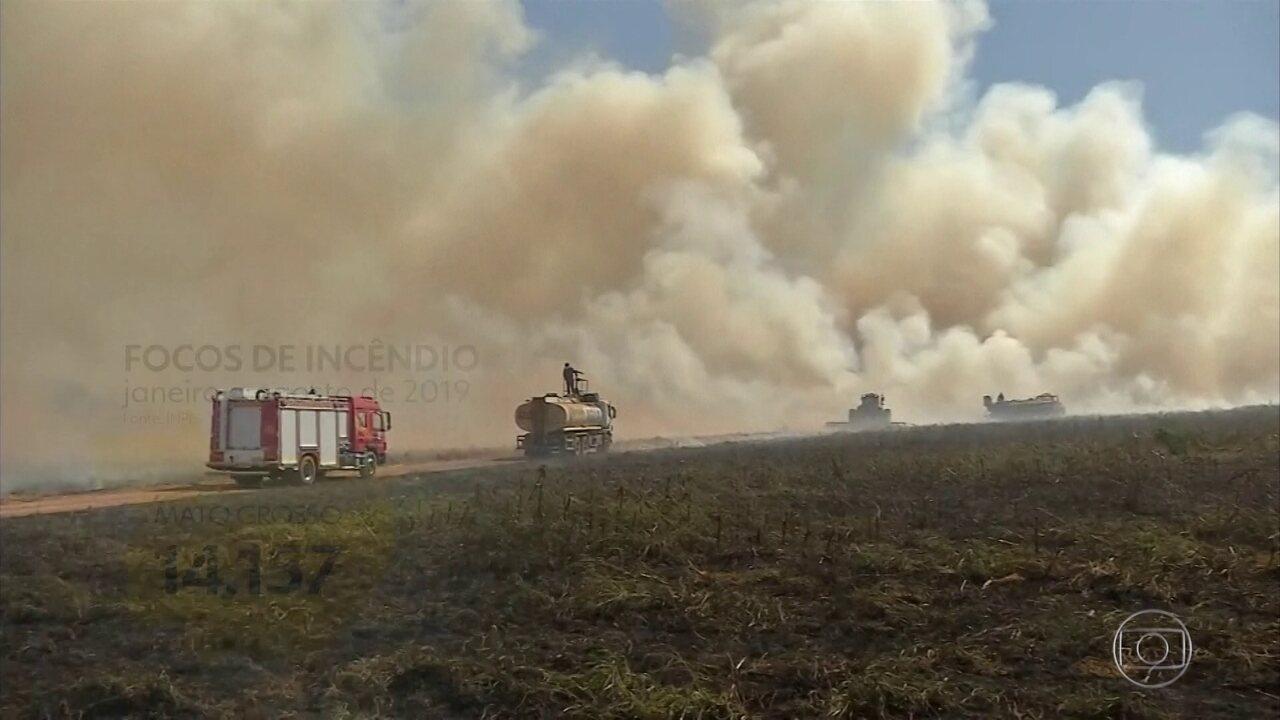 Pelo segundo dia seguido, Jair Bolsonaro fala sobre queimadas