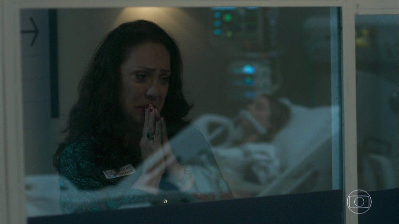 Rania sofre ao ver a neta em coma