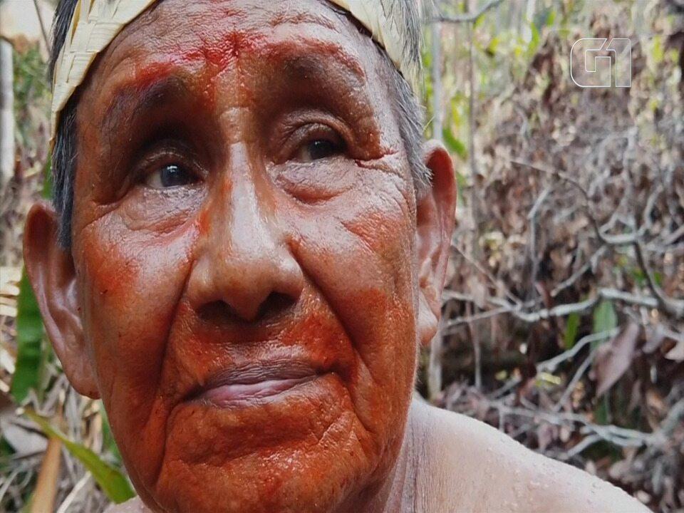 Líder indígena diz que vai defender floresta amazônica 'até a última gota de sangue'