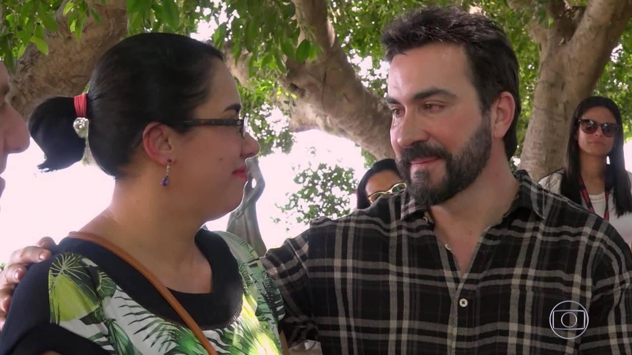 Cristiane encontra Padre Fábio de Melo em Israel e agradece por ajudá-la