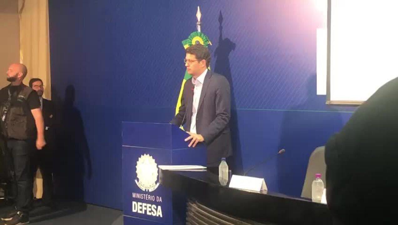 Ministro do Meio Ambiente, Ricardo Salles, pede ajuda aos estados no combate às queimadas