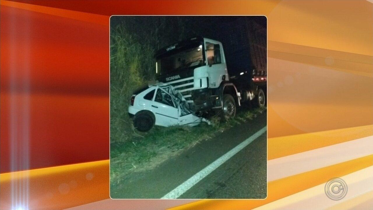 Homem morre após colidir com caminhão em rodovia de Borborema