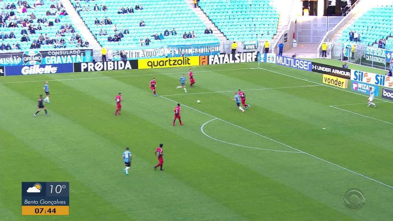 Com reservas, Grêmio aproveita falhas do Athletico e vence no Brasileirão