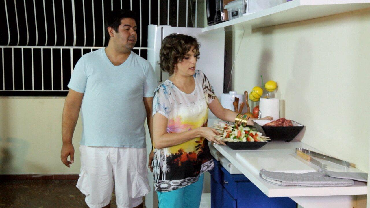 Laje Bagunçada - Maria não aguenta mais a bagunça no terraço, apelidado de Laje da Família Vieira. Os filhos são os responsáveis pela desorganização, ainda mais quando fazem churrasco.