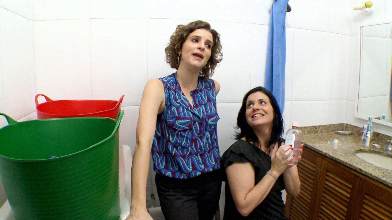 Banheiro - Paula sempre foi desorganizada e Luiza herdou o lado bagunceira da mãe. Wagner fica louco com a confusão que as duas fazem, principalmente no banheiro, o único da casa.