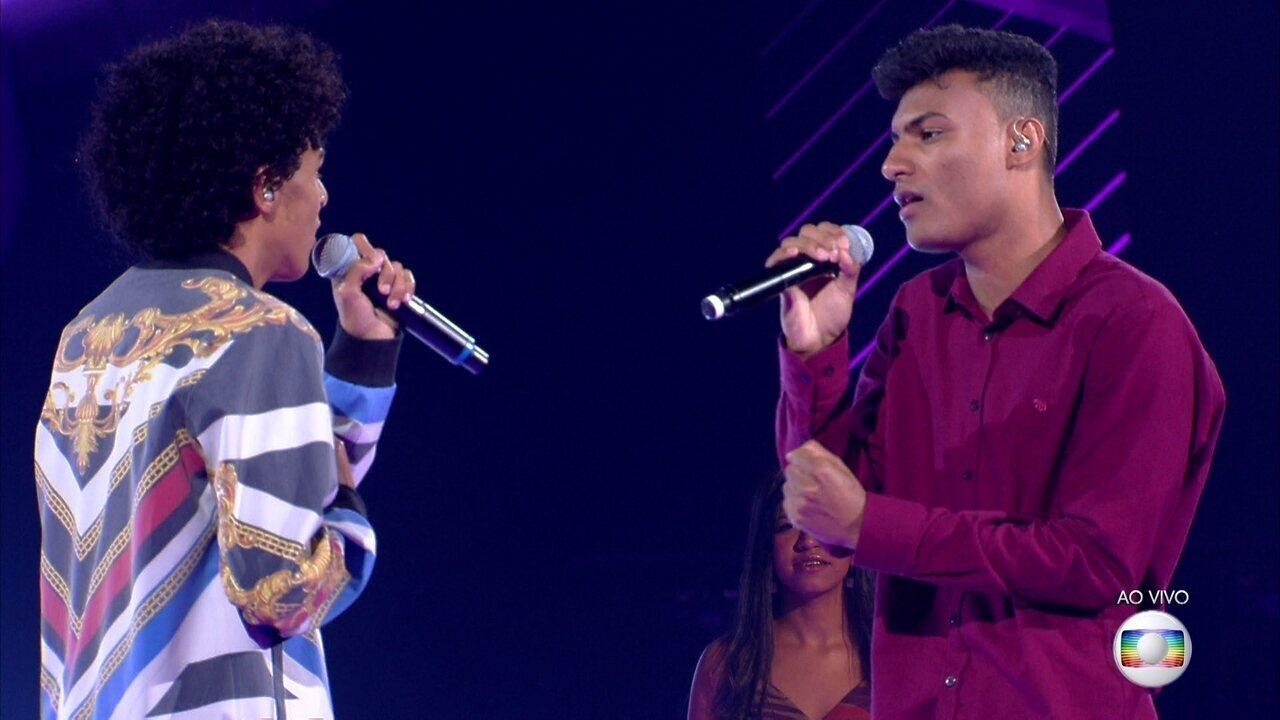 """Ramon e Rafael cantam """"Parado No Bailão"""""""