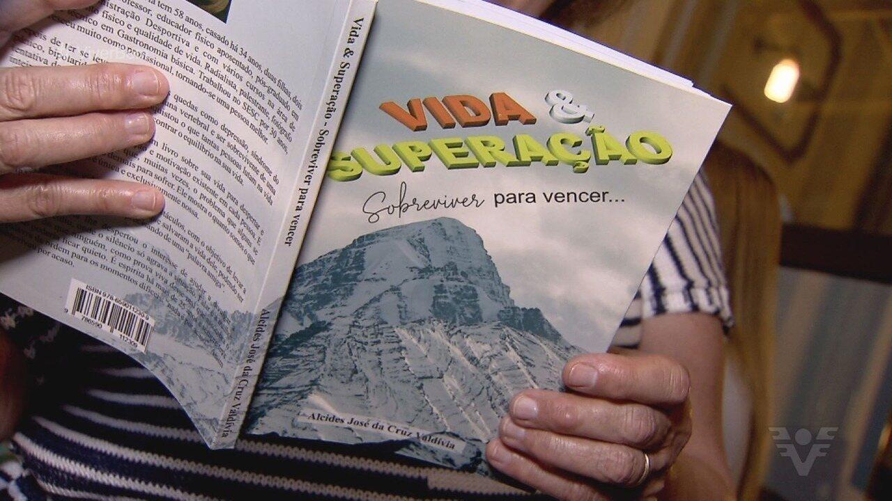 Homem lança livro que relata superação e conscientiza sobre o suicídio