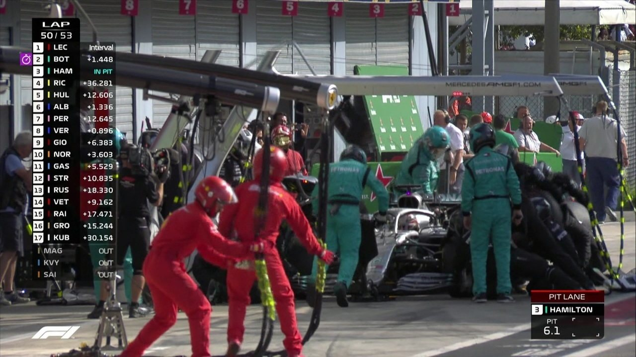 Lewis Hamilton vai para os boxes em busca da melhor volta da corrida