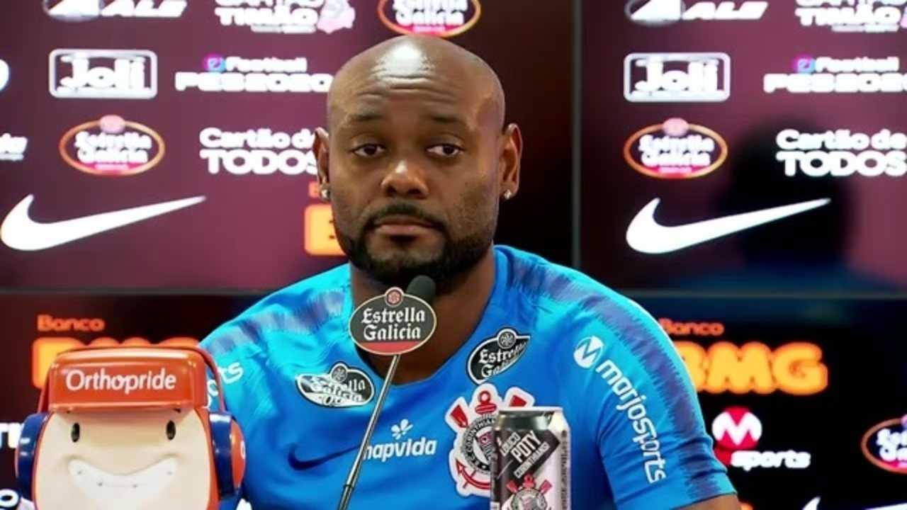 Veja como foi a entrevista de Vagner Love, do Corinthians, nesta terça-feira