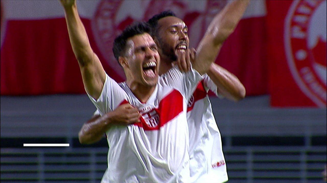 Gol do CRB! Felipe Ferreira cruza e Lucas Siqueira marca de cabeça aos 34 do 1º tempo