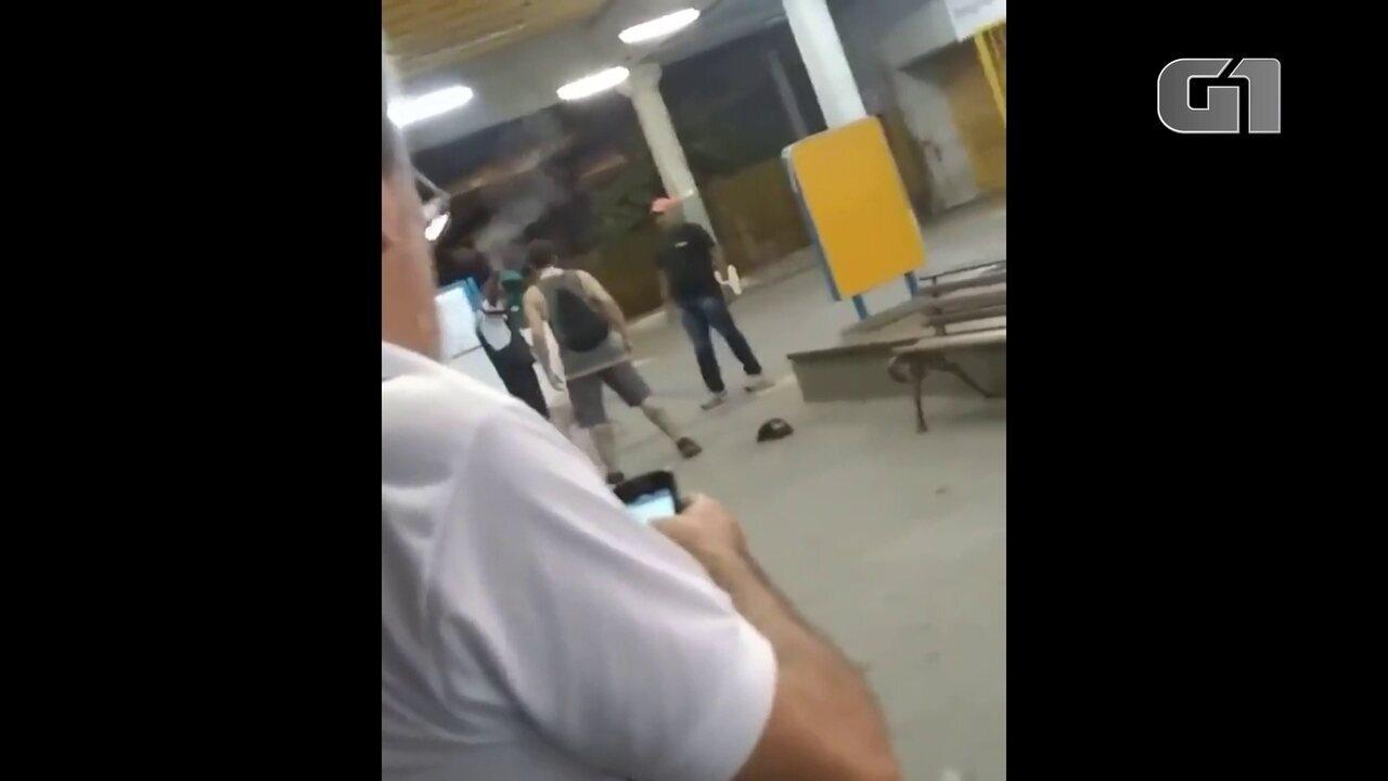 Vídeo mostra vigilante atirando durante discussão no TI Recife