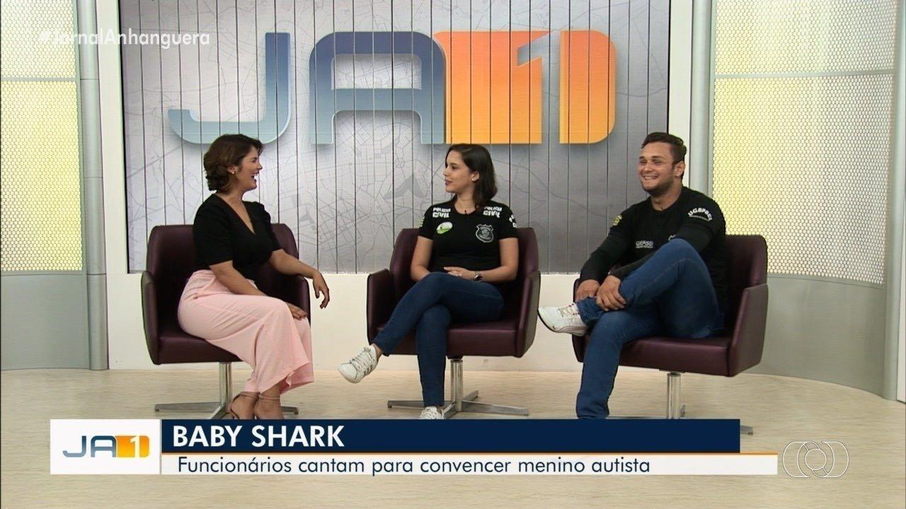 Policiais dançam e cantam 'Baby Shark' para colher digitais de criança autista em Goiânia