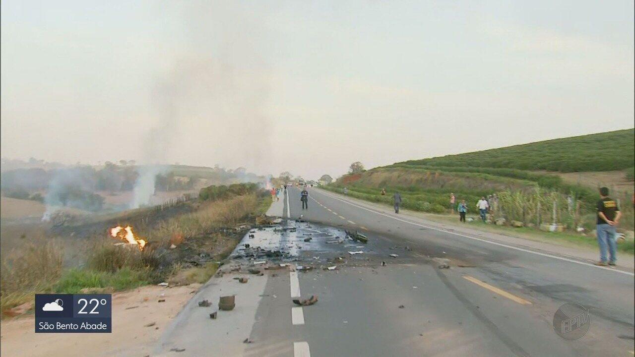 Acidente com carreta com botijões de gás deixa dois mortos e três feridos na BR-491