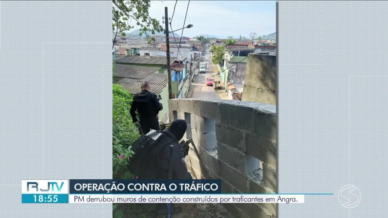 Polícia invade morro e derruba muros construídos por traficantes no Frade, em Angra