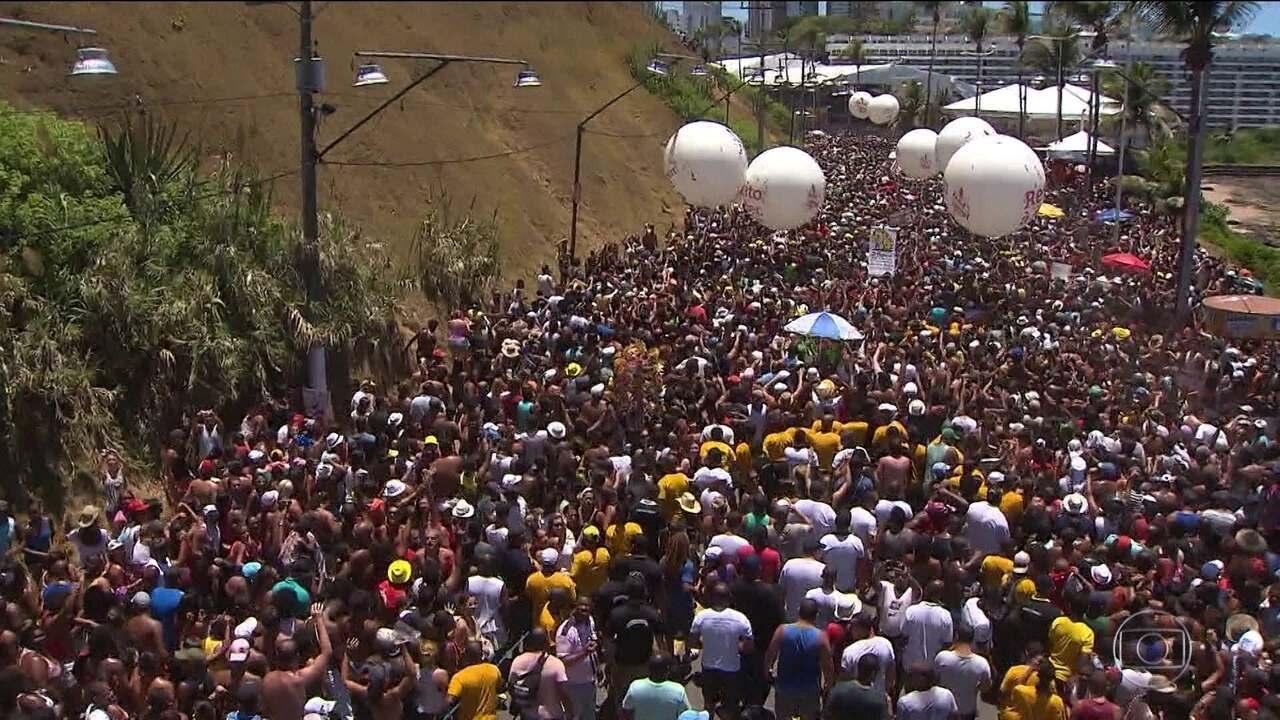 Vereadores de Salvador aprovam projeto de lei que acaba com o arrastão.