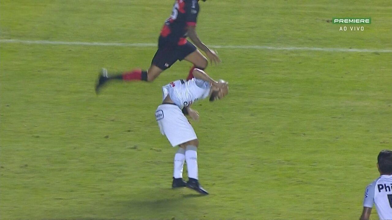 Em lance parecido entre Neymar e Zúñiga,na Copa do Mundo, Lídio atinge Marcelo e é expulso