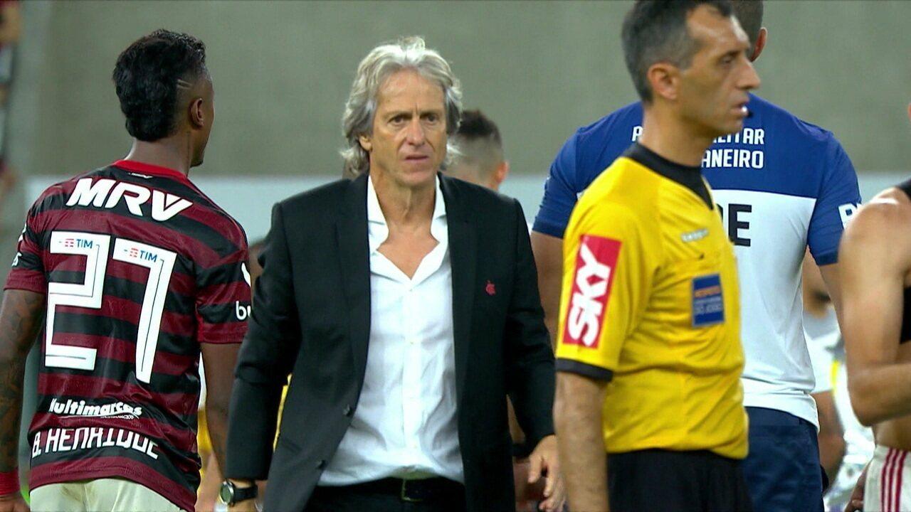 Torcida do Flamengo ovaciona Jorge Jesus no Maracanã