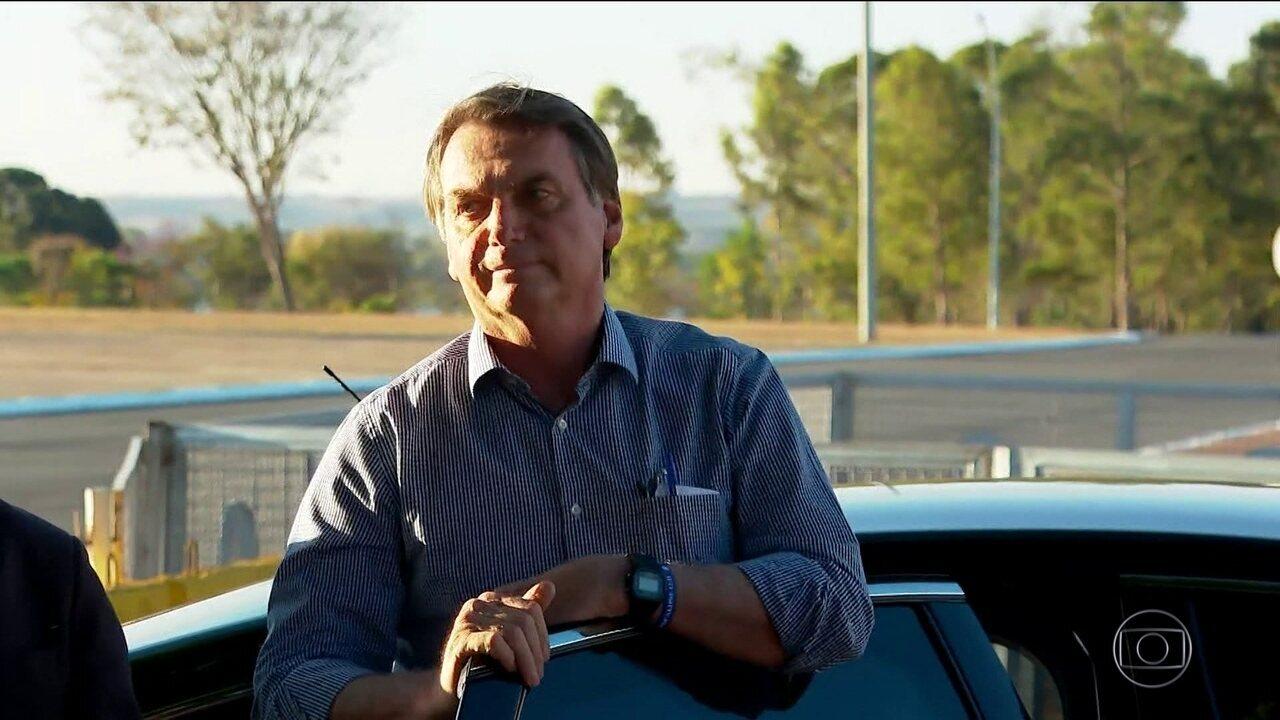 Presidente Bolsonaro deixa hospital em SP e diz que reassume o cargo nesta terça (17)