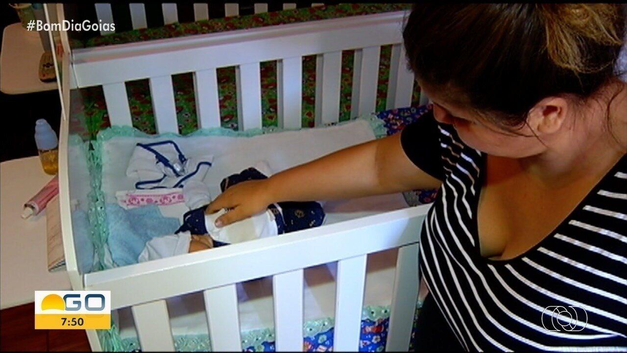 Mãe que recebeu só um bebê após exames mostrarem que ela esperava gêmeos diz: 'Revolta'