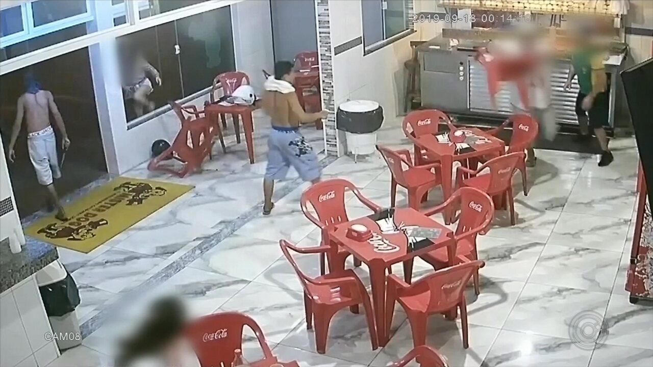 Ladrões com facas são presos após tentar assaltar lanchonete em Itapetininga