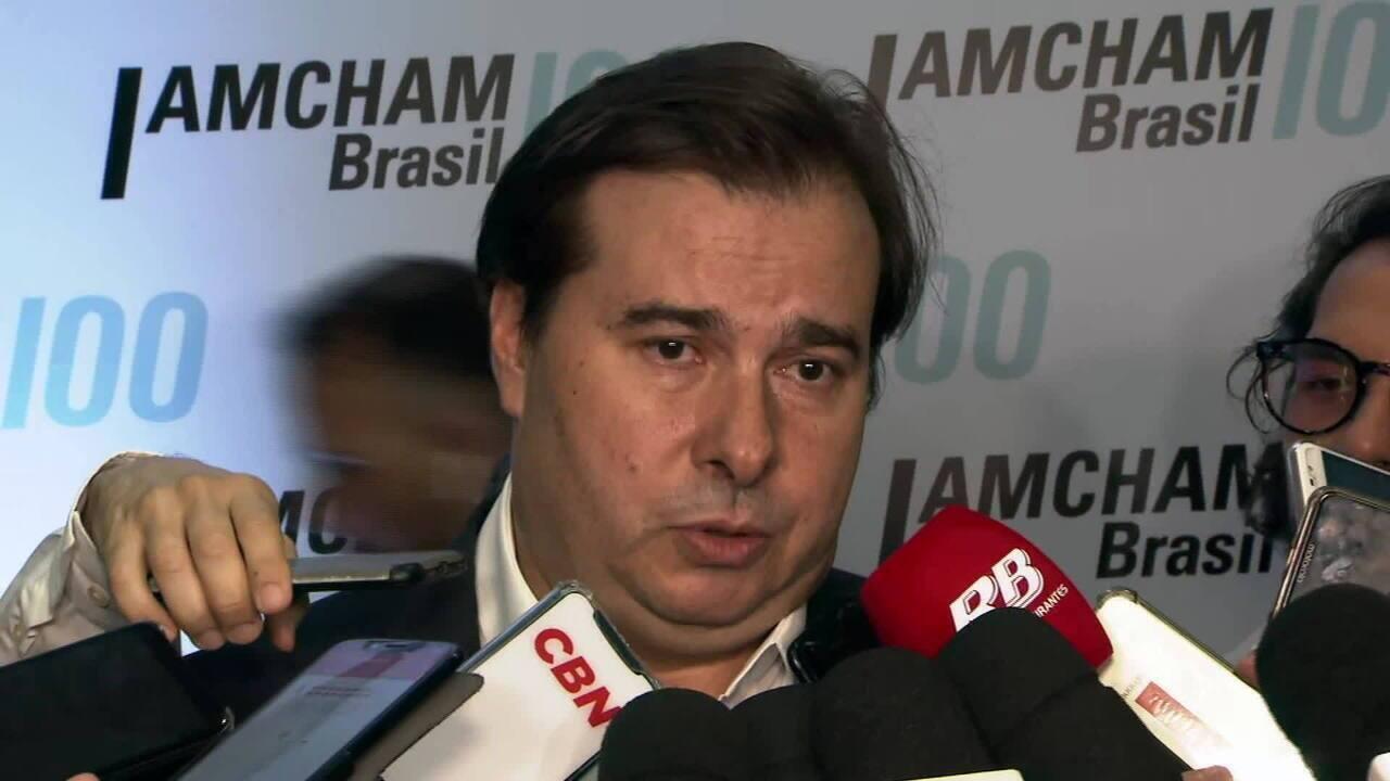 Maia diz que cabe a Bolsonaro vetar 'polêmicas' do novo fundo eleitoral