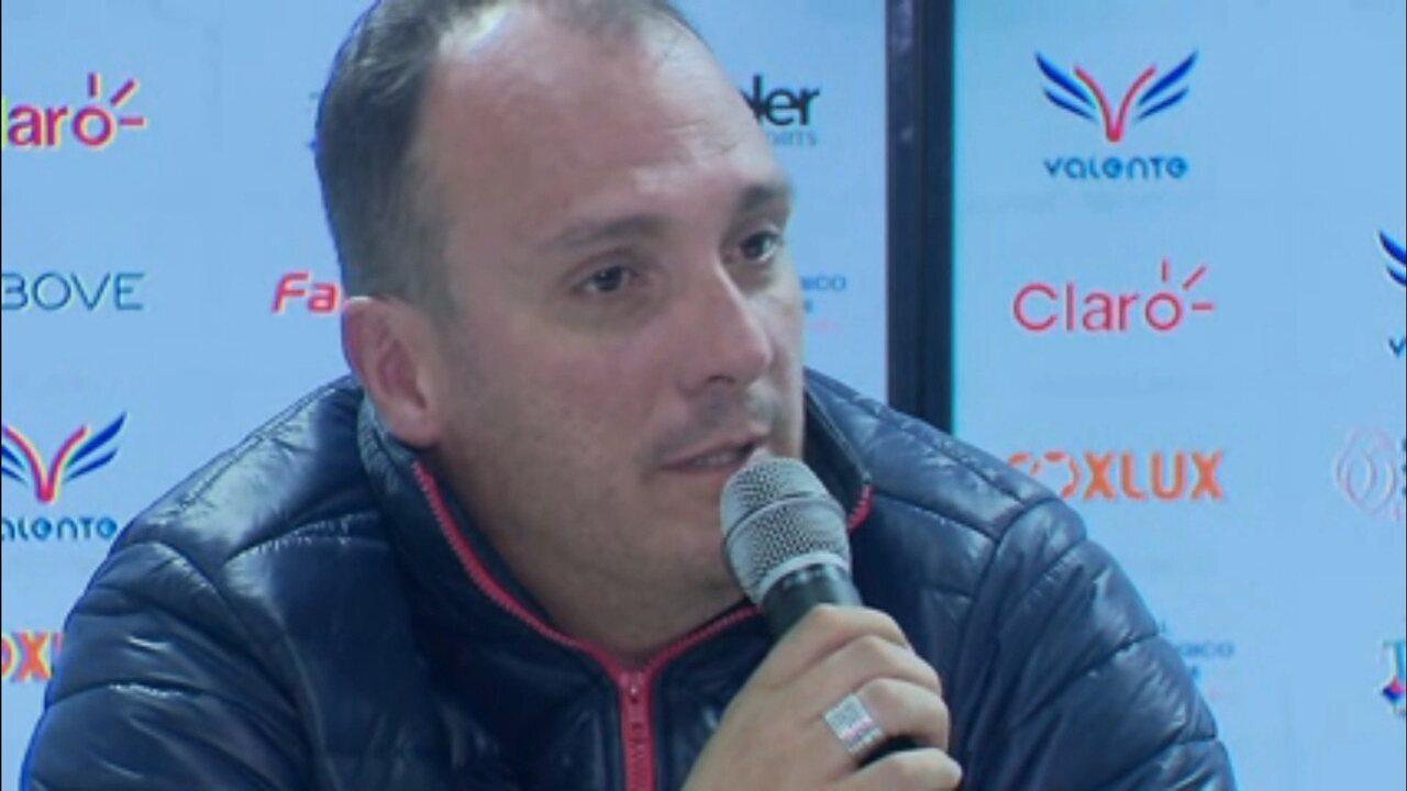 Diretor do Paraná Clube explica a situação do zagueiro Fabrício