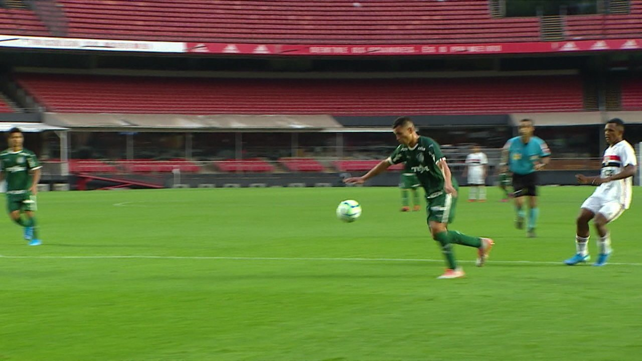 Young salva! Renan chuta forte e goleiro espalma, aos 23 do 2º tempo