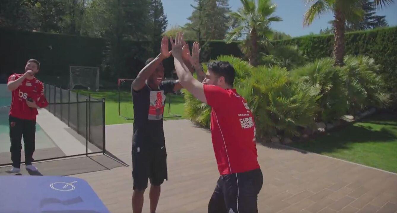Vinicius Junior joga fut mesa com o time de LOL do Flamengo
