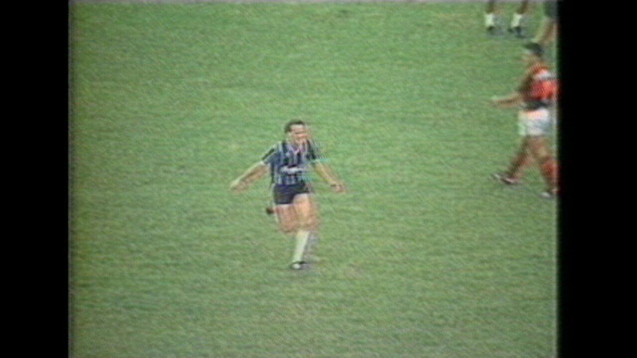 Em 1989, Grêmio faz 6 a 1 sobre o Flamengo na semifinal da Copa do Brasil