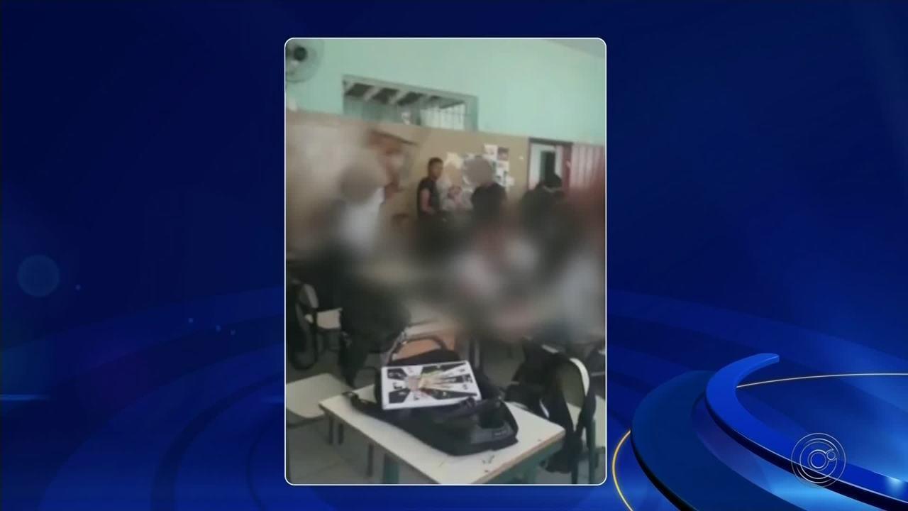 Vídeo mostra alunos jogando cadeiras em colegas dentro de salas de aula na região de Bauru